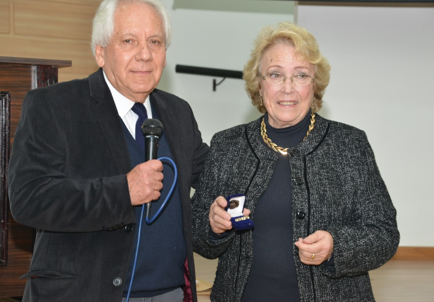 Professores Fernando Amarante e Eli Sinnott durante a cerimônia de homenagens